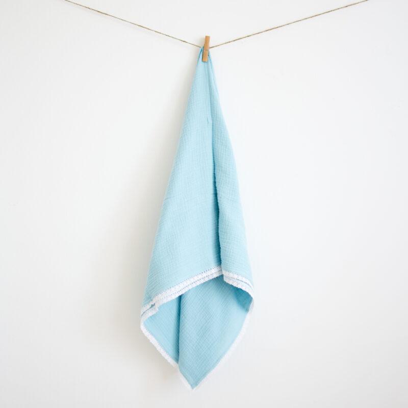 Muslinova odejica s čipko, Modra